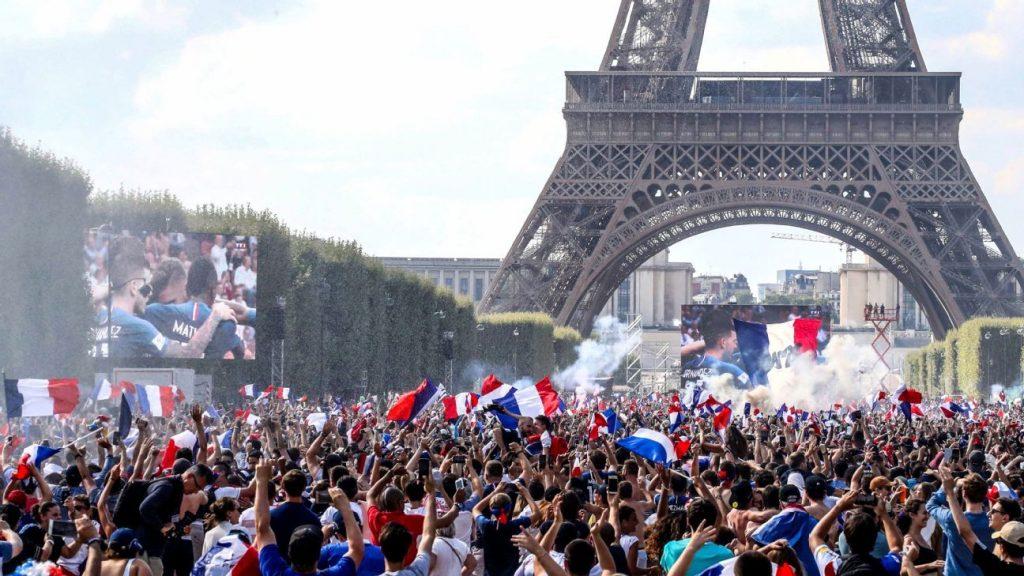 paris celebrates