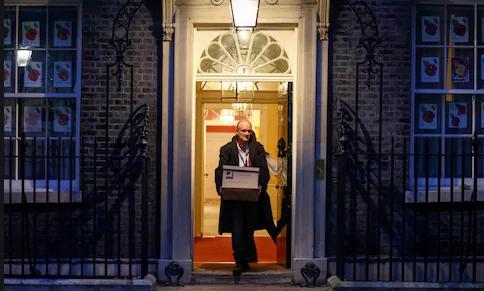 Cummings leaves 10 Downing Street